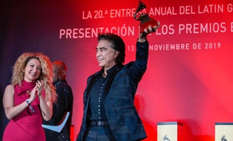 """""""El Puma"""" recibe Grammy a la Excelencia musical en Las Vegas"""