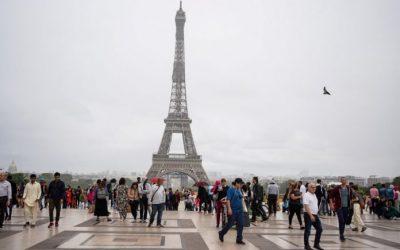 La Torre Eiffel vuelve a recibir público tras cierre de tres meses