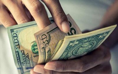 Gobierno argentino endurece el cepo y lleva la cotización del dólar a $131