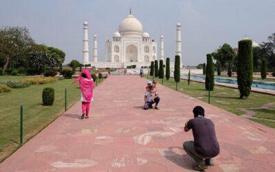 El Taj Mahal reabrió pese al aumento de casos de covid-19