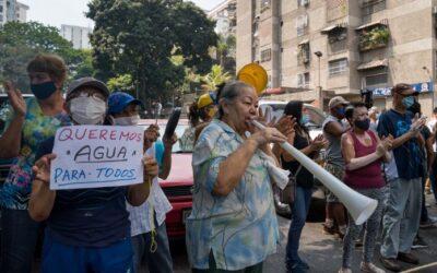 Siguen las protestas: con antorchas y cacerolas venezolanos denunciaron crisis de los servicios públicos