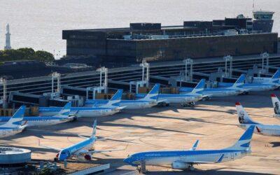 Vuelven los vuelos internacionales regulares, pero con restricciones sanitarias por la pandemia