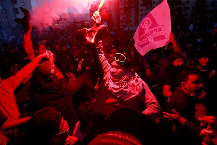 Chile sepulta la Constitución de Pinochet en un plebiscito que nació por las protestas