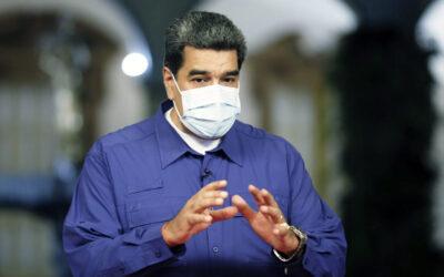 Maduro reconoce que en Venezuela queda gasolina para 20 días