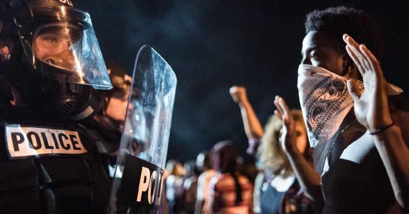 Ya no se trata de racismo. La brutalidad policial ya no es cosa de un color o clase social, es abuso de poder.