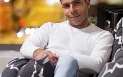 El bebé salsero  Toñito León vuelve con nueva música a enamorar a todas sus fans.