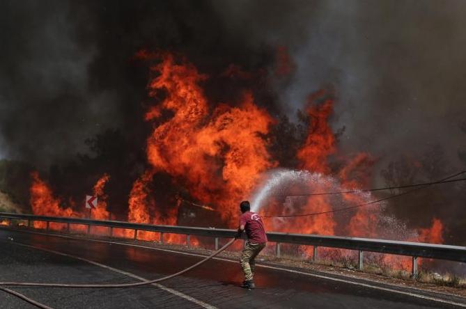 Aumentan a ocho los fallecidos y a más de 860 los heridos por los incendios en Turquía